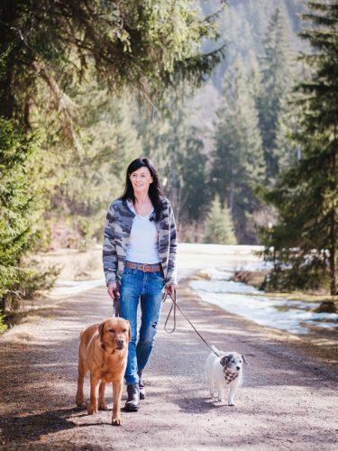 LakeDogs Training Base, Hundetrainerin Margit Wälder beim Social Walk